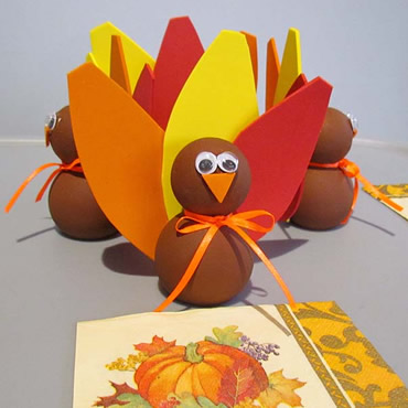 Easy to Make Thanksgiving Table Decorations - Turkey Craft