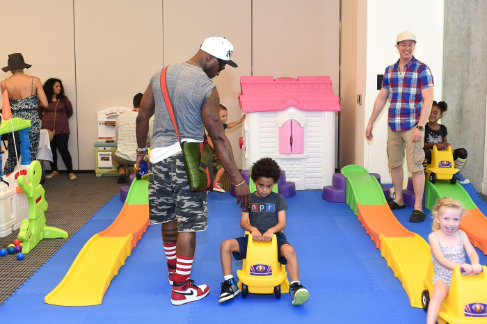 LOS ANGELES, CA - SEPTEMBER 19: Taye Diggs and son Walker Nathaniel Diggs attend Favored.by Presents The 4th Annual Red CARpet Safety Awareness Event at Skirball Cultural Center on September 19, 2015 in Los Angeles, California. (Photo by Stefanie Keenan/Getty Images for Favored.by)