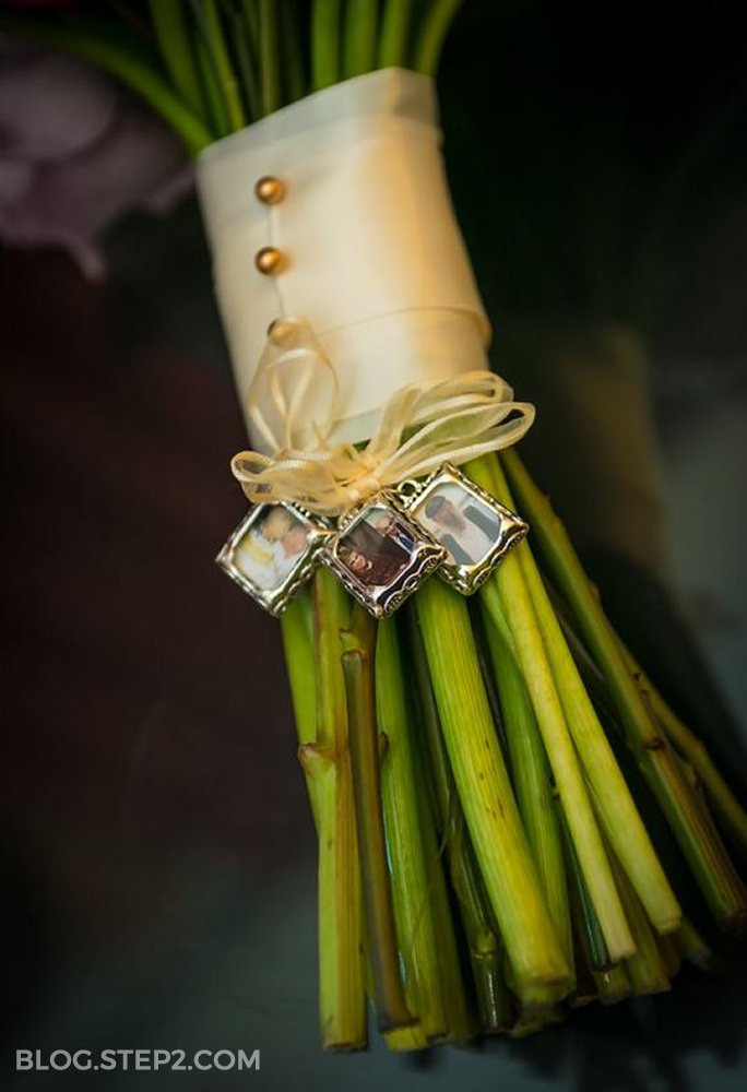 charms-on-wedding-bouquet